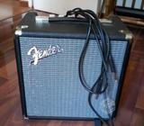 Amplificador Fender Rumble 15 poco uso