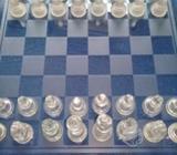 Precioso ajedrez hecho en vidrios