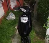Moto scooter híbrida